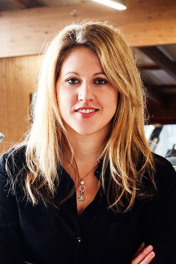 Nadine, Schneider